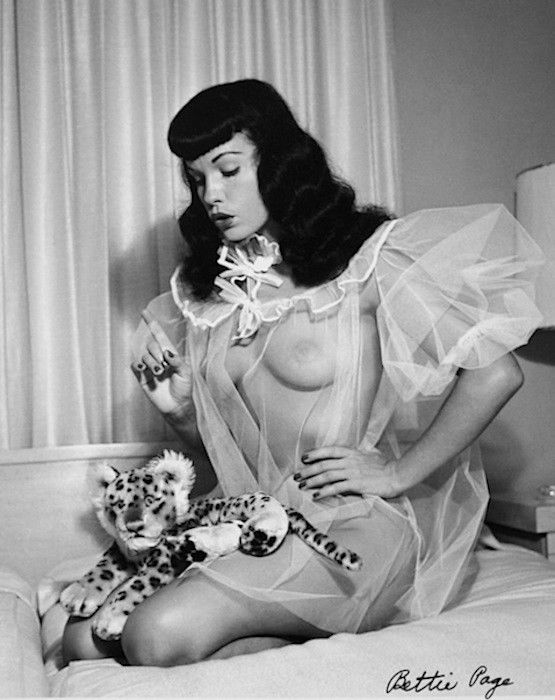 Bettie has some of the cutest photos in negligees and nighties. This photo looks like it was shot in a home or hotel room. She's got her waves and signature bangs, and she included props and had a wonderful photographer. This inspired my motel look and shoot.